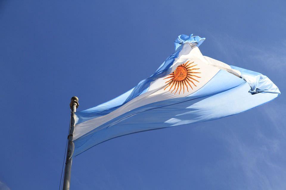 riesgo_pais_argentina_bandera